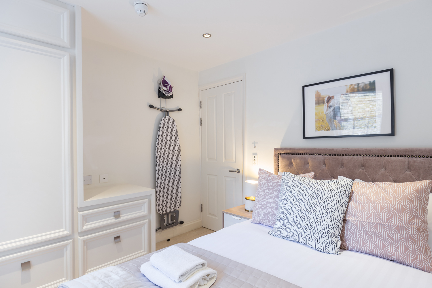 Cosy bedroom at Covent Garden Serviced Apartments - Citybase Apartments