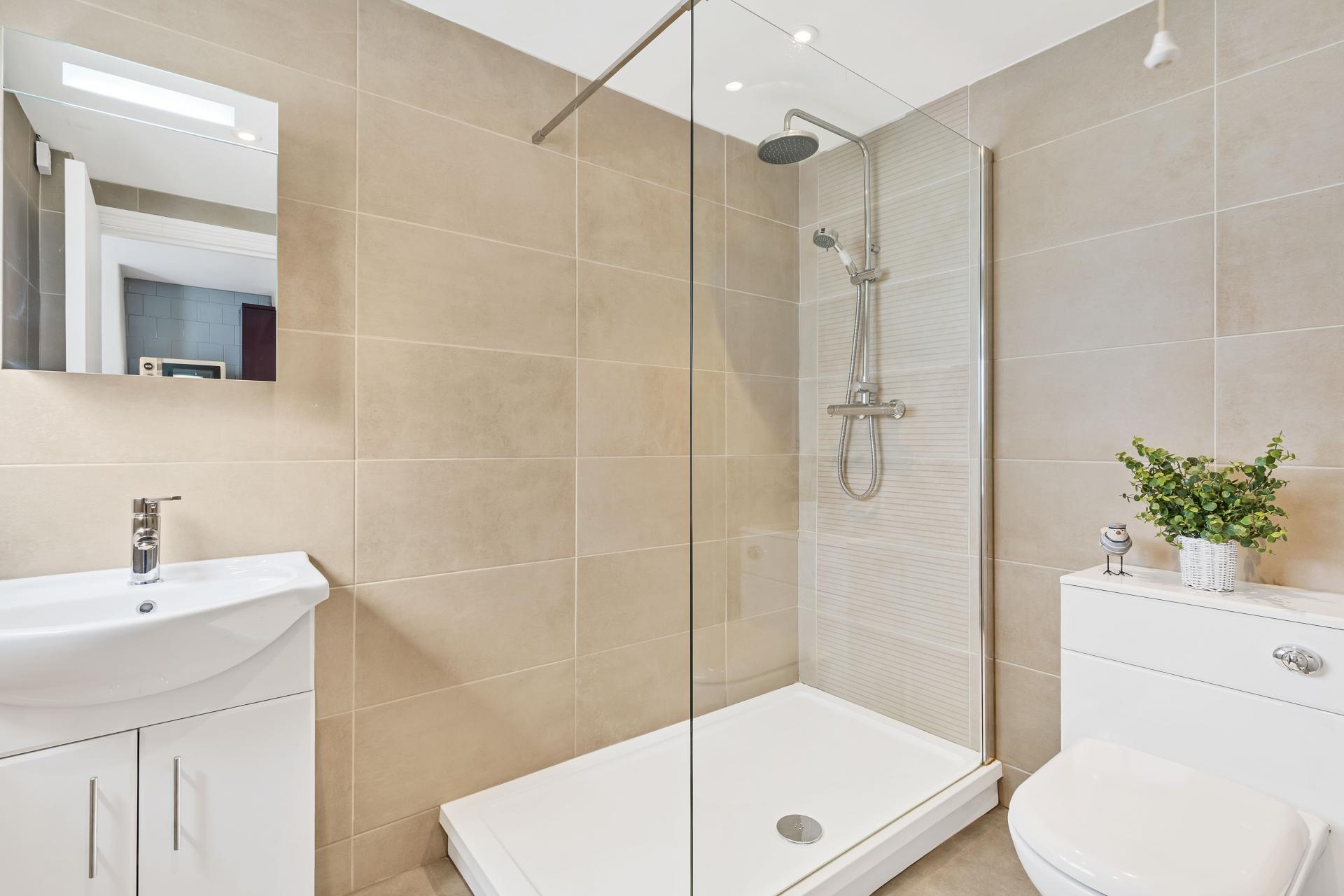 Bathroom at Beach Patio Apartment - Citybase Apartments