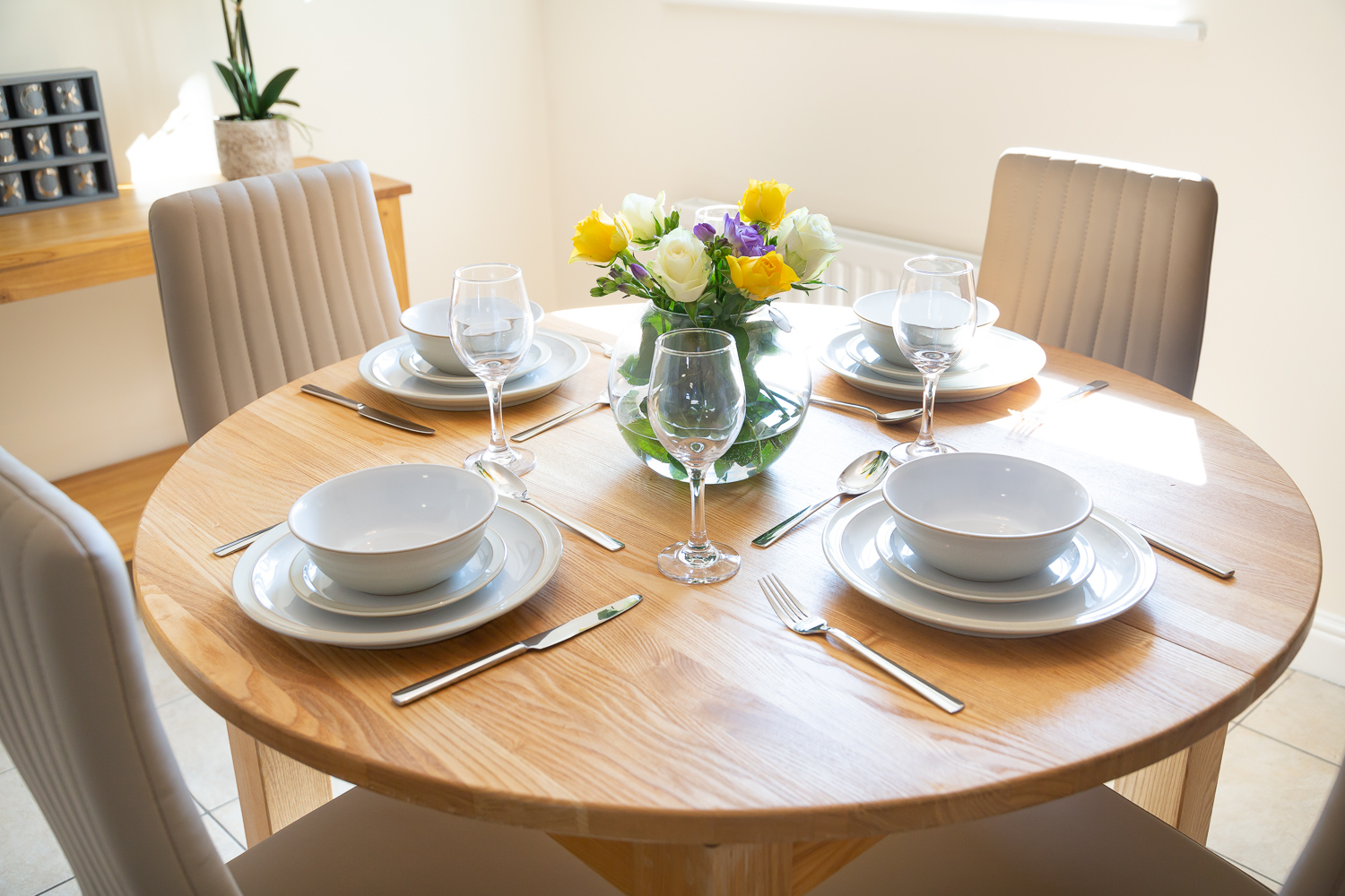 Dining table at Franklin House Apartments - Citybase Apartments