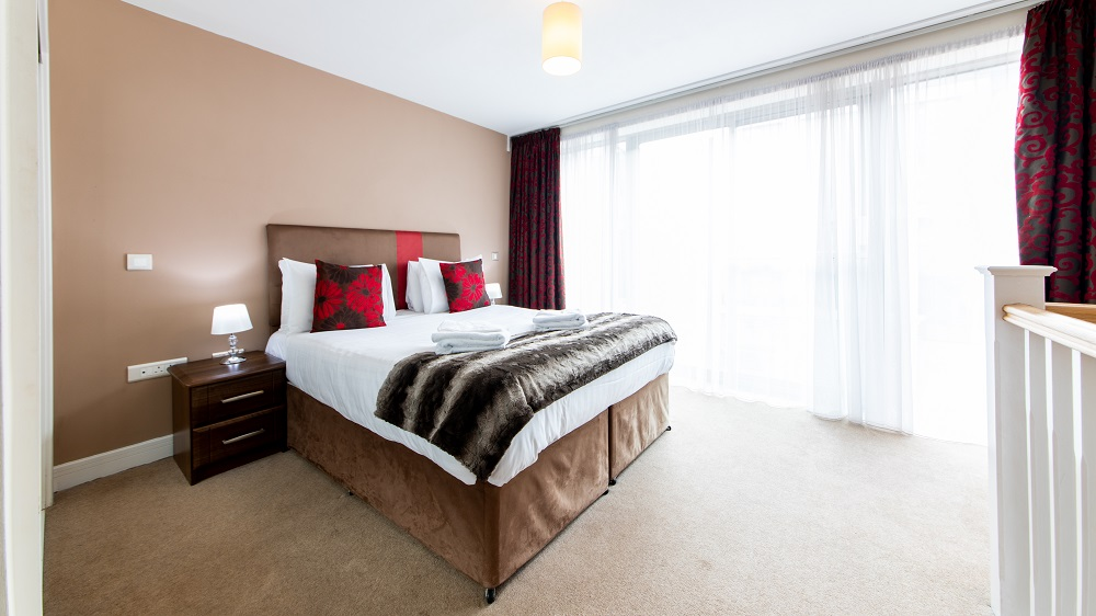 Spacious bedroom at The Spires Birmingham - Citybase Apartments