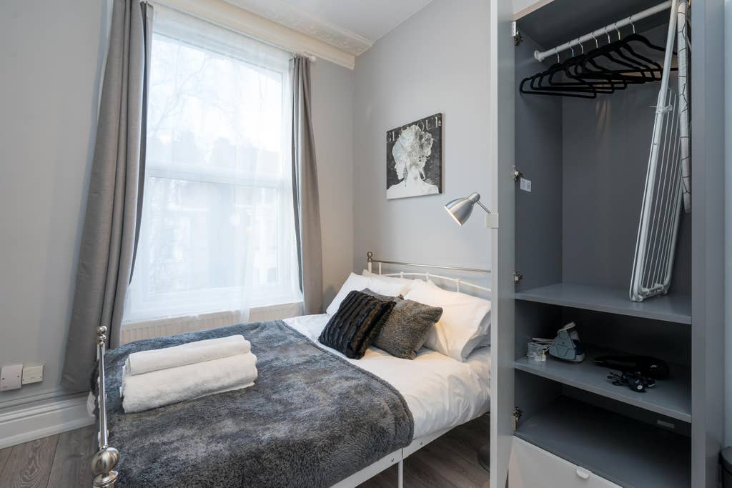 Cosy bedroom at West London Serviced Apartments - Citybase Apartments