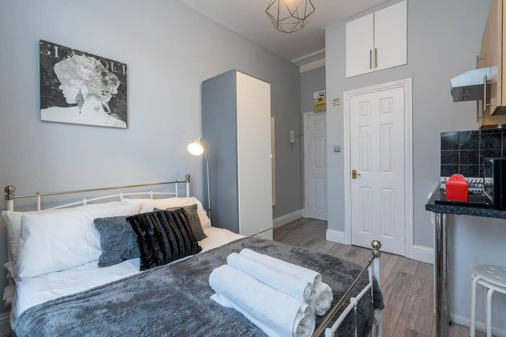 Stylish bedroom at West London Serviced Apartments - Citybase Apartments
