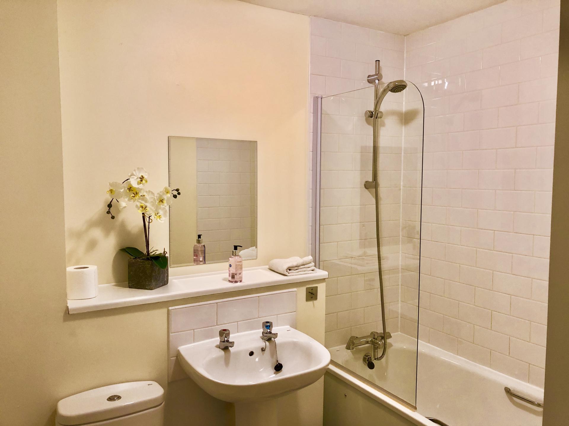 Bath at The Hub Serviced Apartments - Citybase Apartments