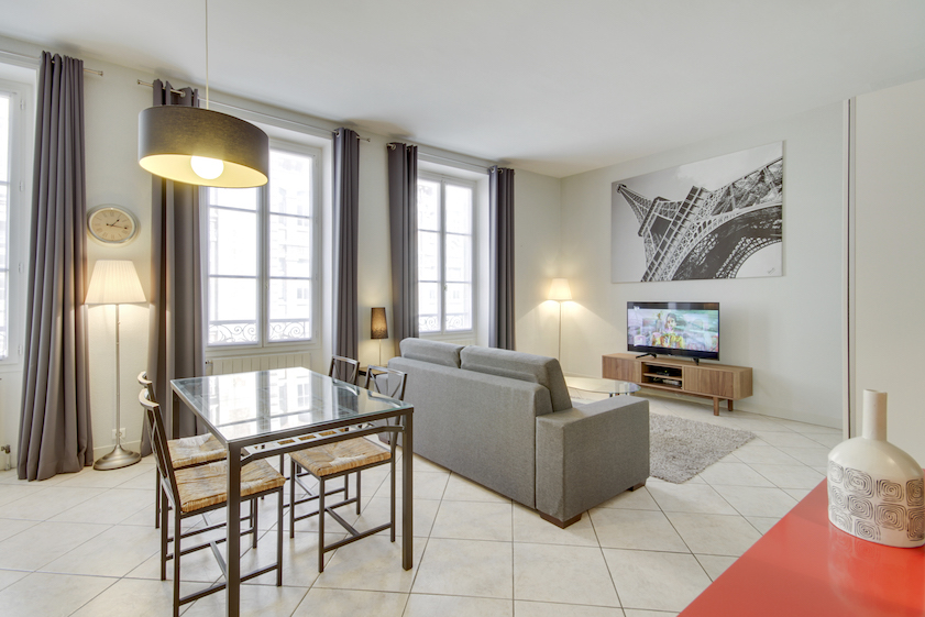 Dining area at Rue Vaucanson Apartment - Citybase Apartments
