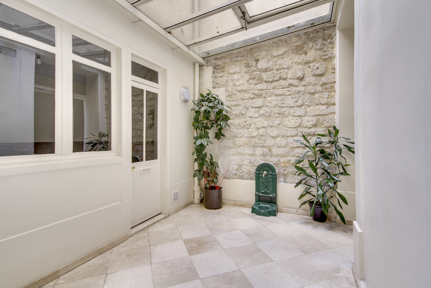 Entrance at Rue Vaucanson Apartment - Citybase Apartments
