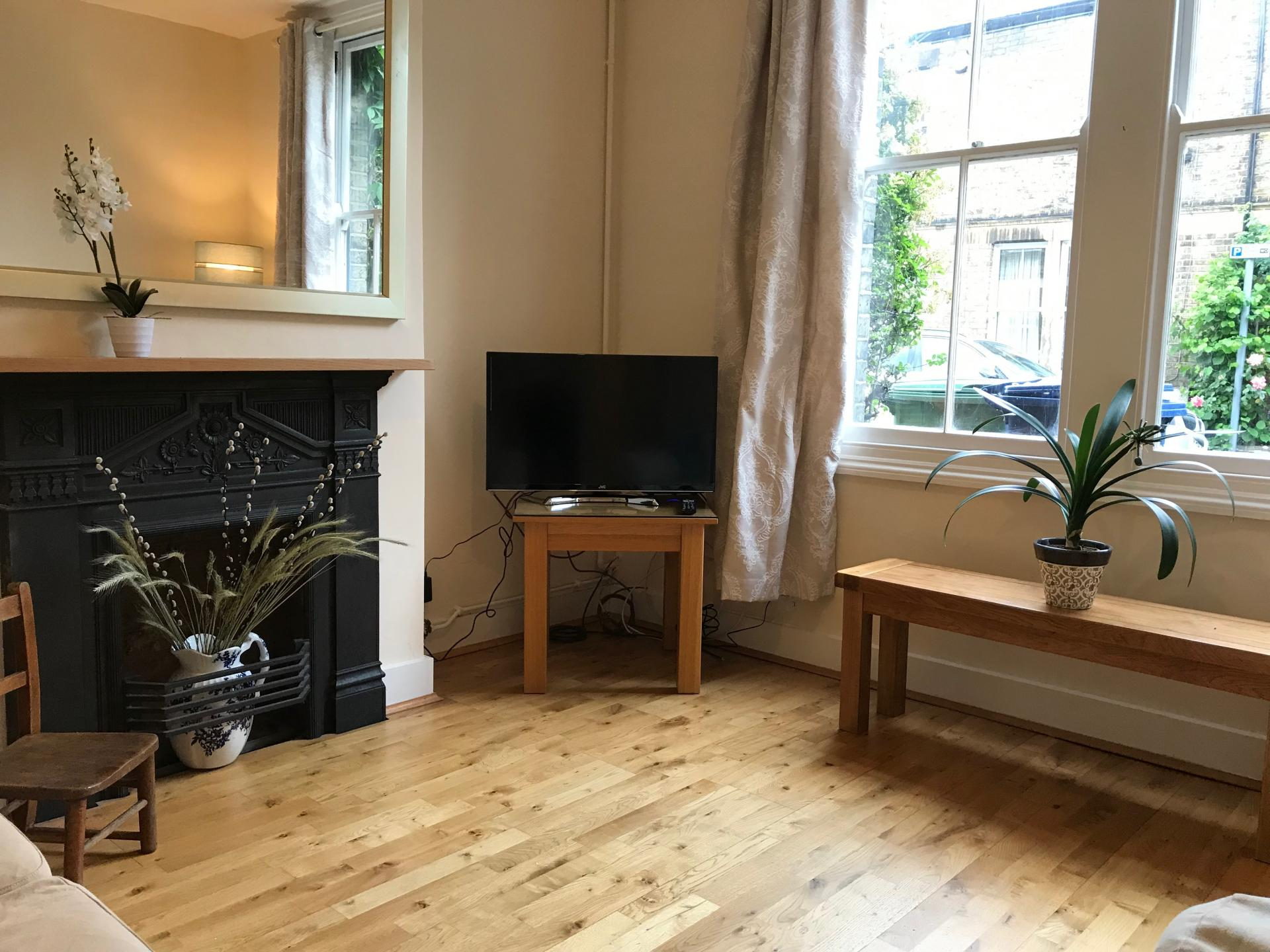 TV at Abbey Road Apartment - Citybase Apartments