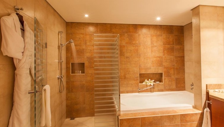 Modern bathroom in JA Oasis Beach Tower - Citybase Apartments