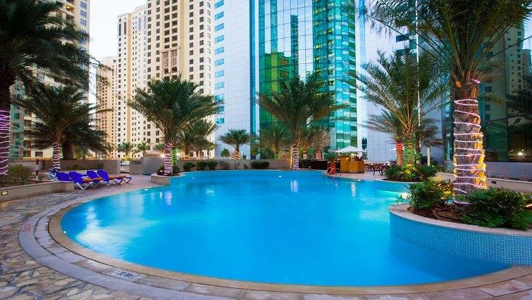 Stunning pool in JA Oasis Beach Tower - Citybase Apartments