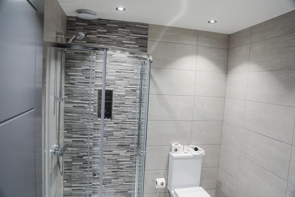 Bathroom at Kensington House Apartments - Citybase Apartments