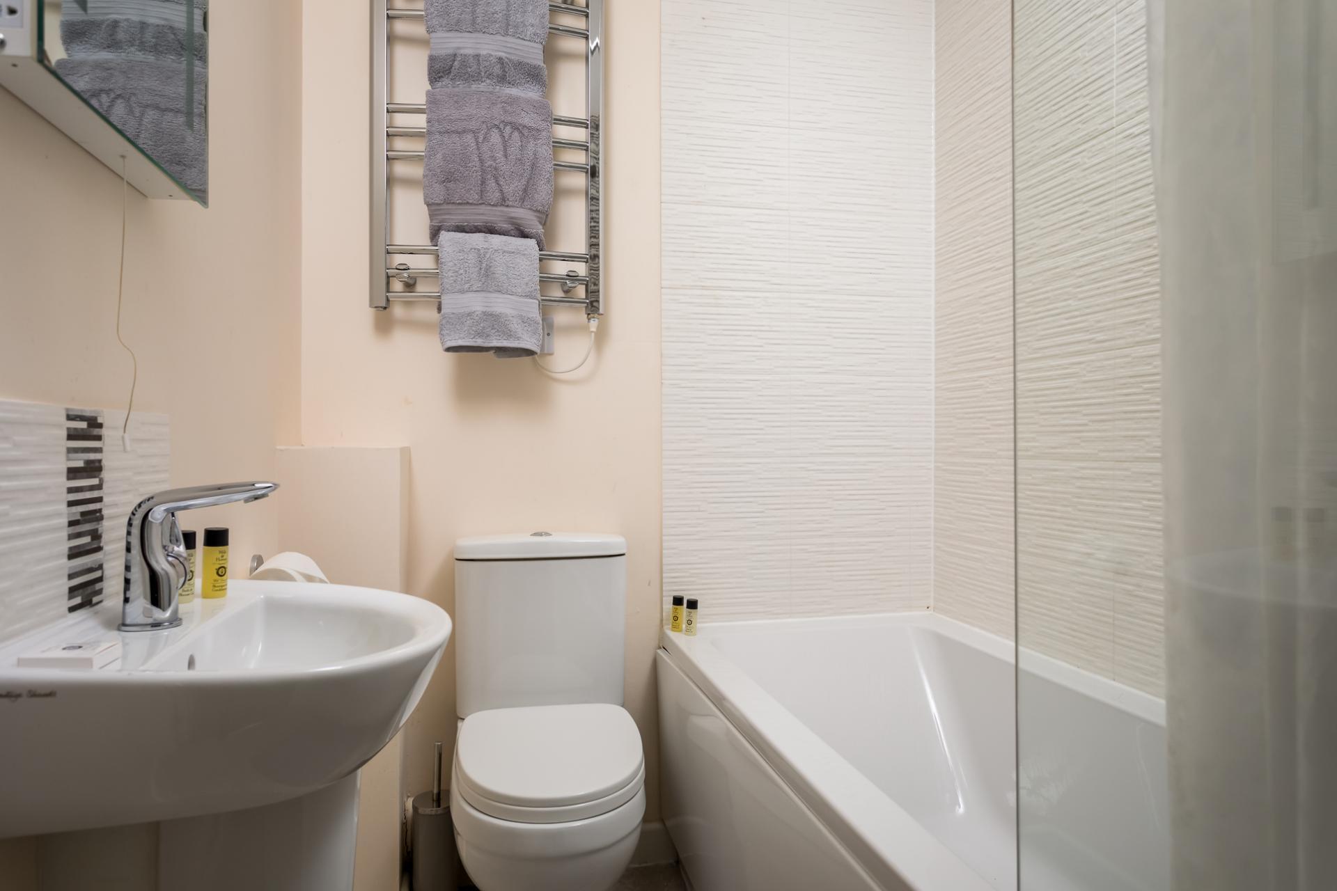 Bathroom at Apartment 4 Murray House - Citybase Apartments