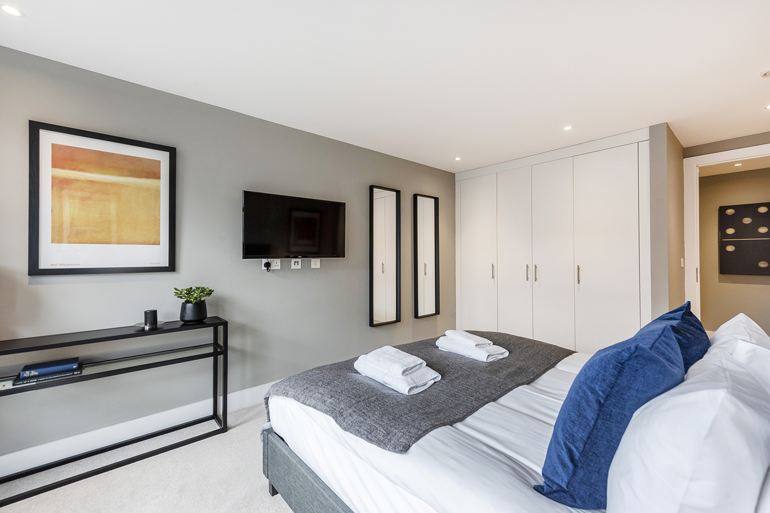 Modern bedroom at Bull Inn Court Apartment - Citybase Apartments