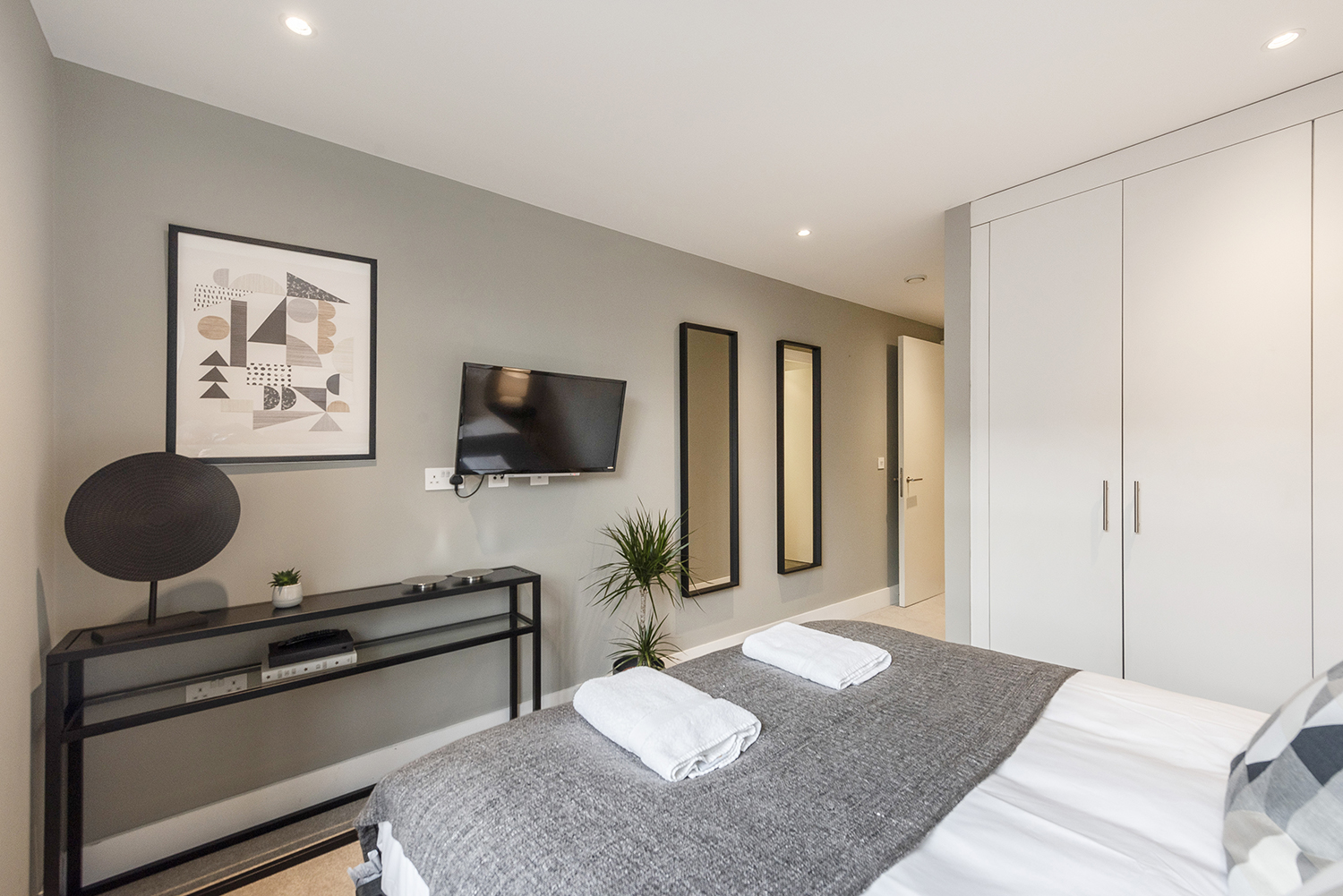 Cosy bedroom at Bull Inn Court Apartment - Citybase Apartments