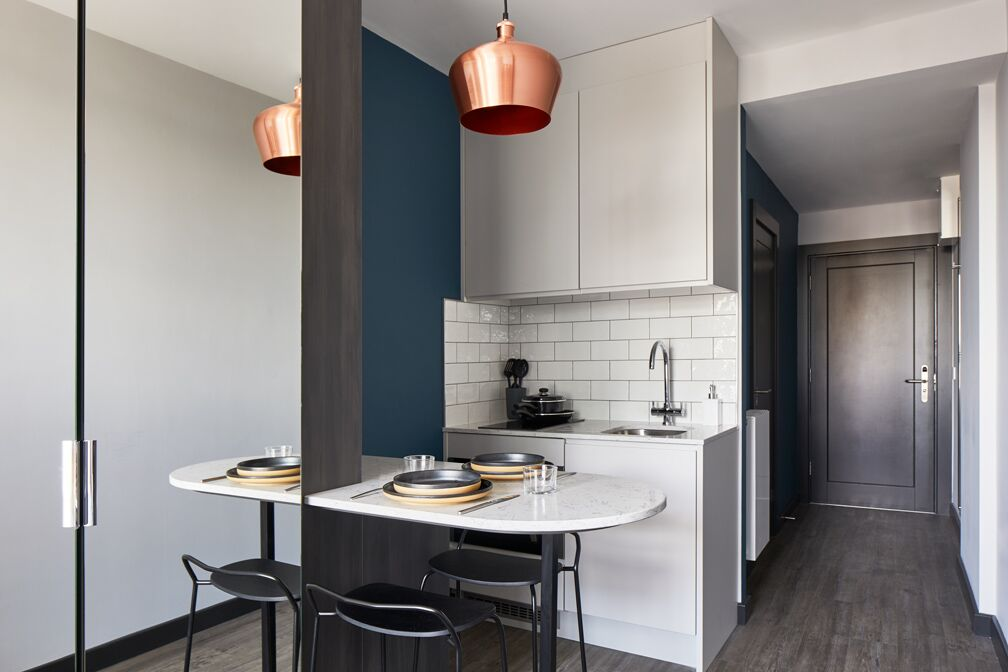 Kitchen diner at Crossharbour Plaza Apartments, Isle of Dogs, London - Citybase Apartments