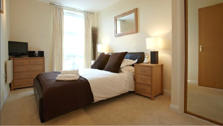 Stylish bedroom in Ibex House - Citybase Apartments