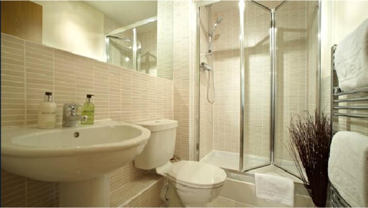 Executive bathroom in Ibex House - Citybase Apartments