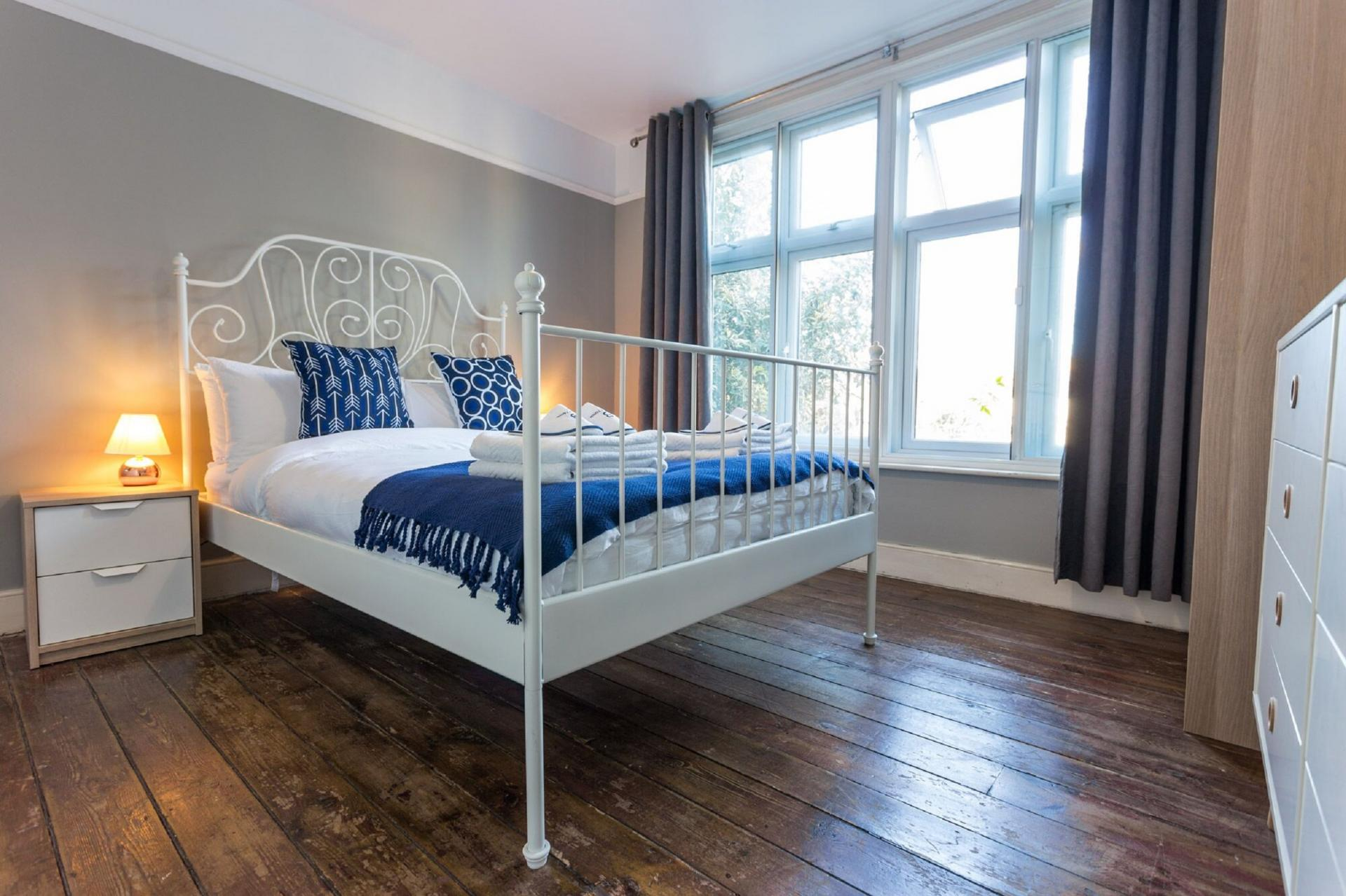 Bright bedroom at The River Cam Place, Centre, Cambridge - Citybase Apartments
