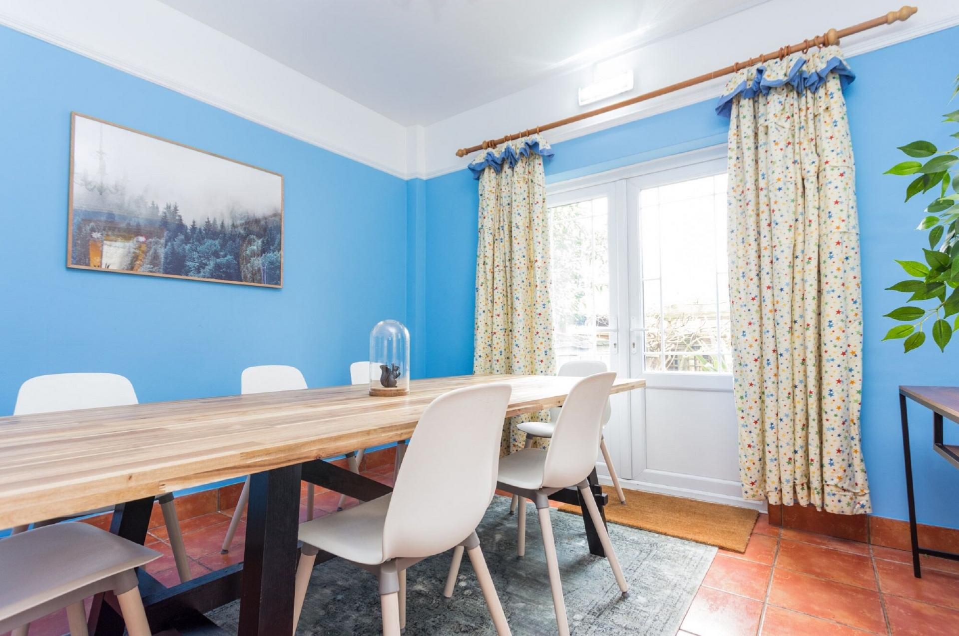 Dining area at The River Cam Place, Centre, Cambridge - Citybase Apartments
