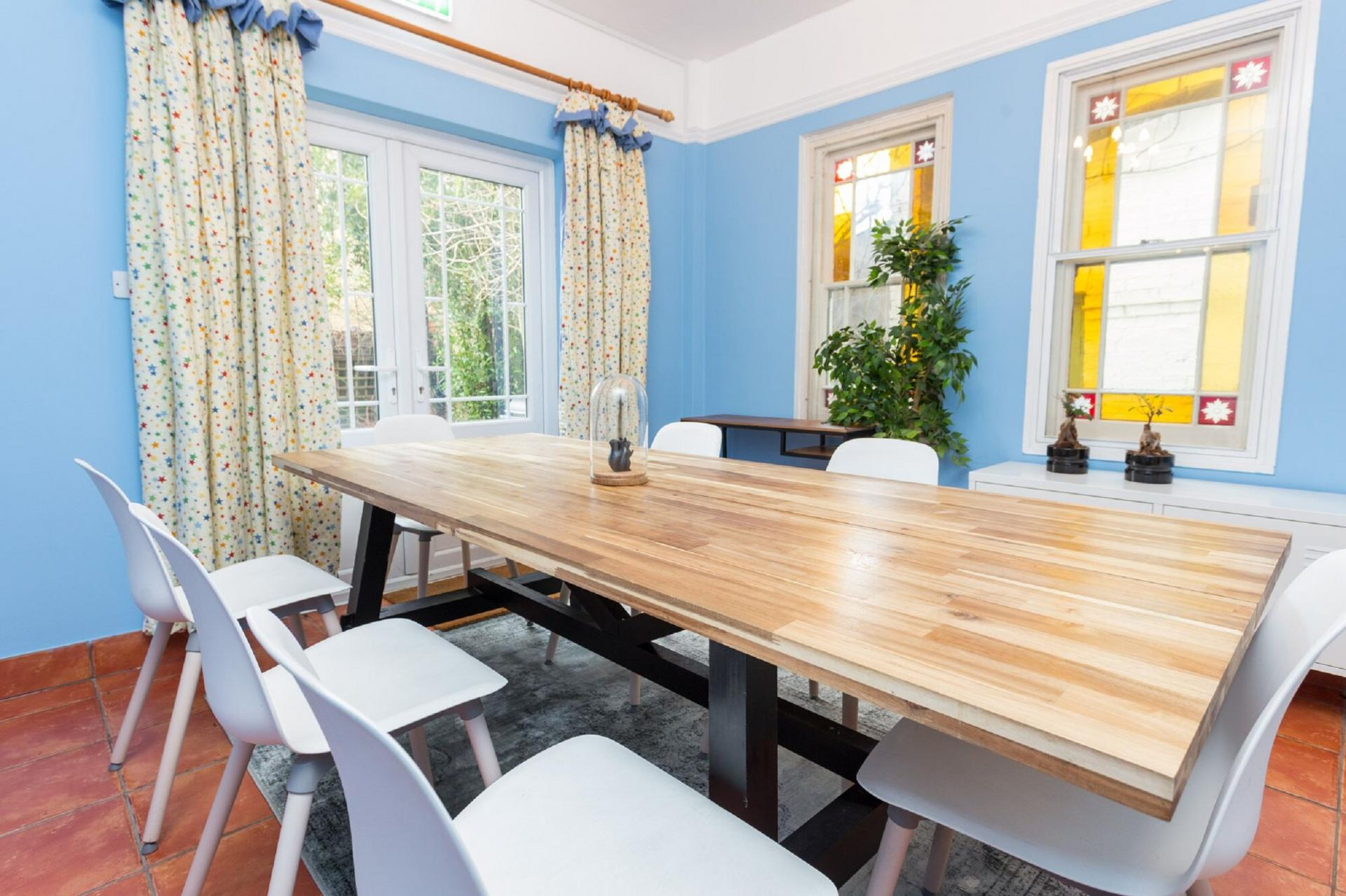 Dining table at The River Cam Place, Centre, Cambridge - Citybase Apartments