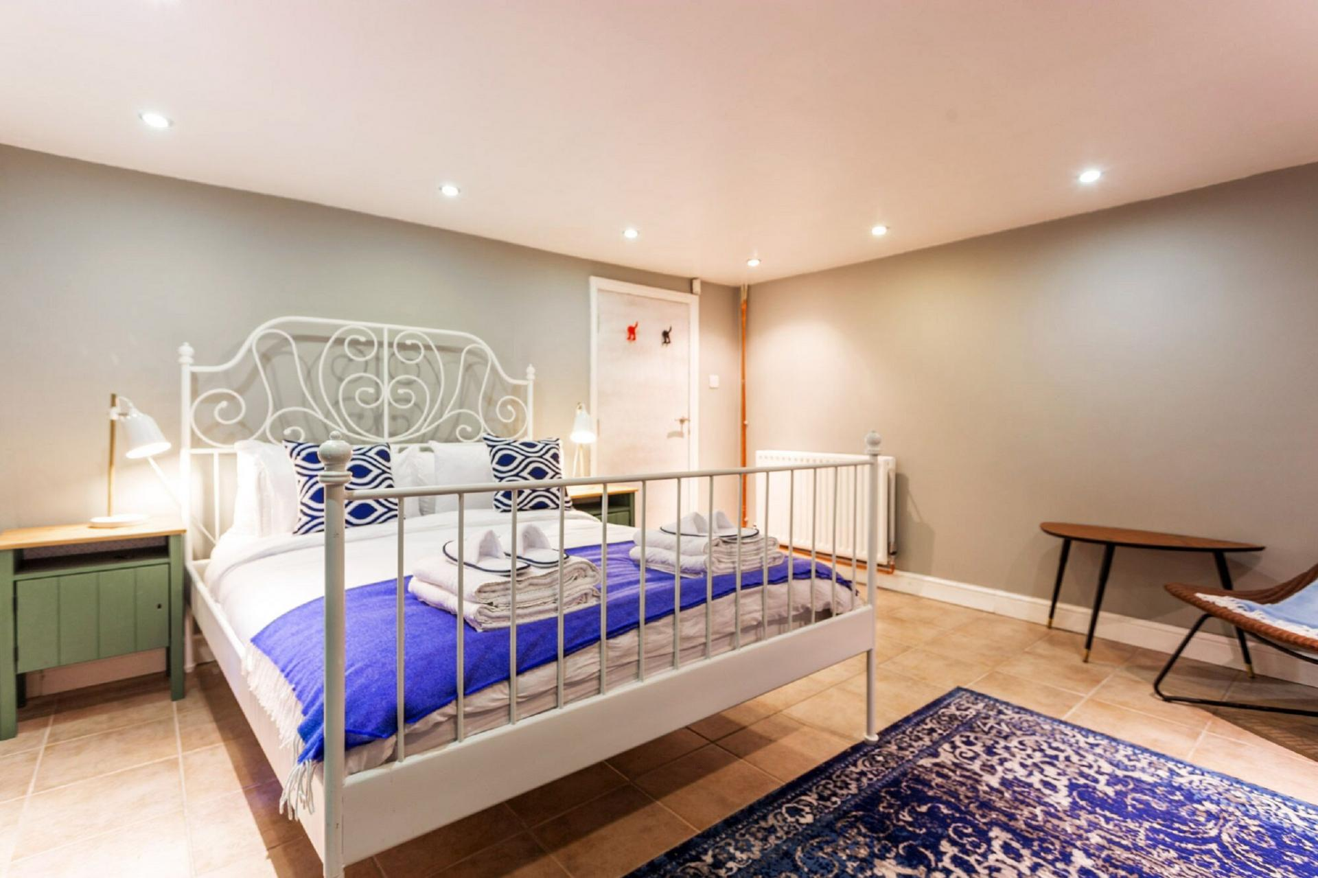 Cosy bedroom at The River Cam Place, Centre, Cambridge - Citybase Apartments