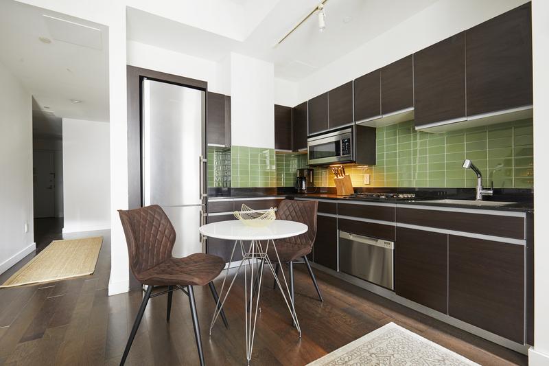 Kitchen diner at 116 John Street Corporate Housing - Citybase Apartments