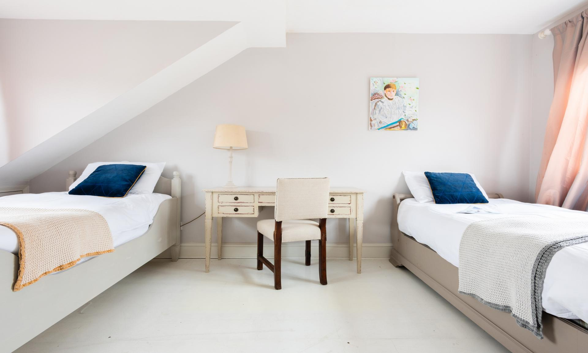 Beds at The Writer's Townhouse, Centre, Oxford - Citybase Apartments