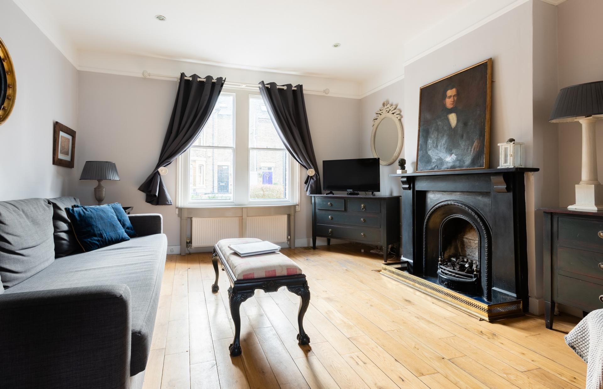 Living area at The Writer's Townhouse, Centre, Oxford - Citybase Apartments
