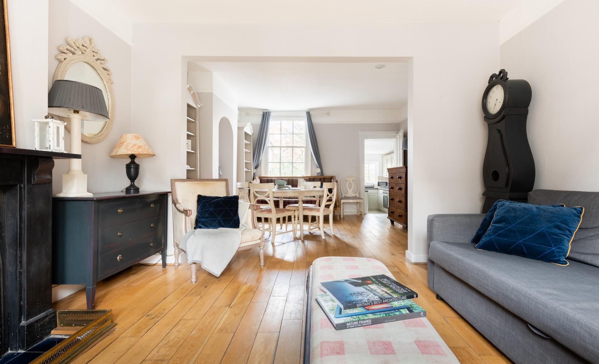 Open-plan at The Writer's Townhouse, Centre, Oxford - Citybase Apartments
