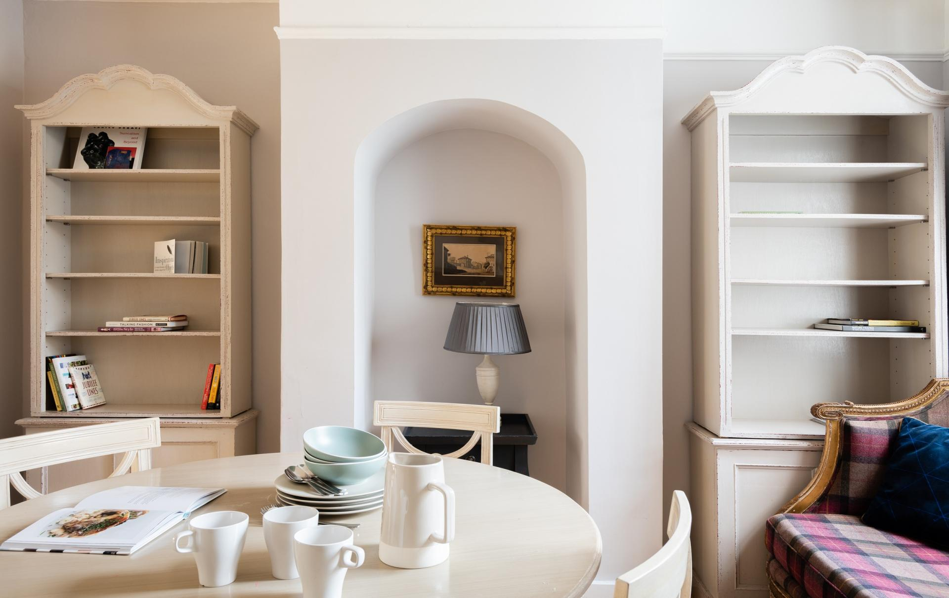 Dining table at The Writer's Townhouse, Centre, Oxford - Citybase Apartments