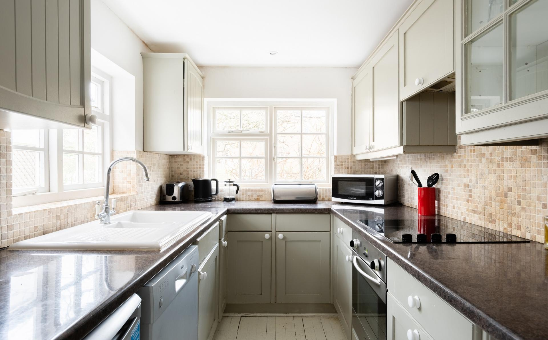 Kitchen at The Writer's Townhouse, Centre, Oxford - Citybase Apartments
