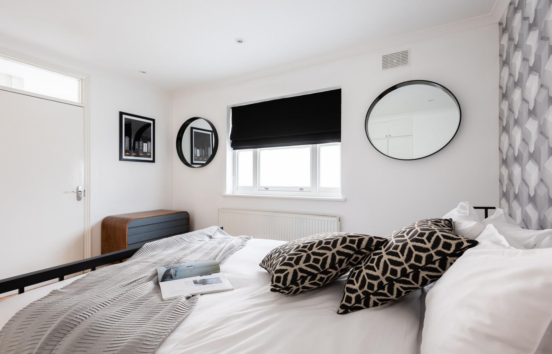 Comfy bed at The Kensington Palace Mews, Kensington, London - Citybase Apartments