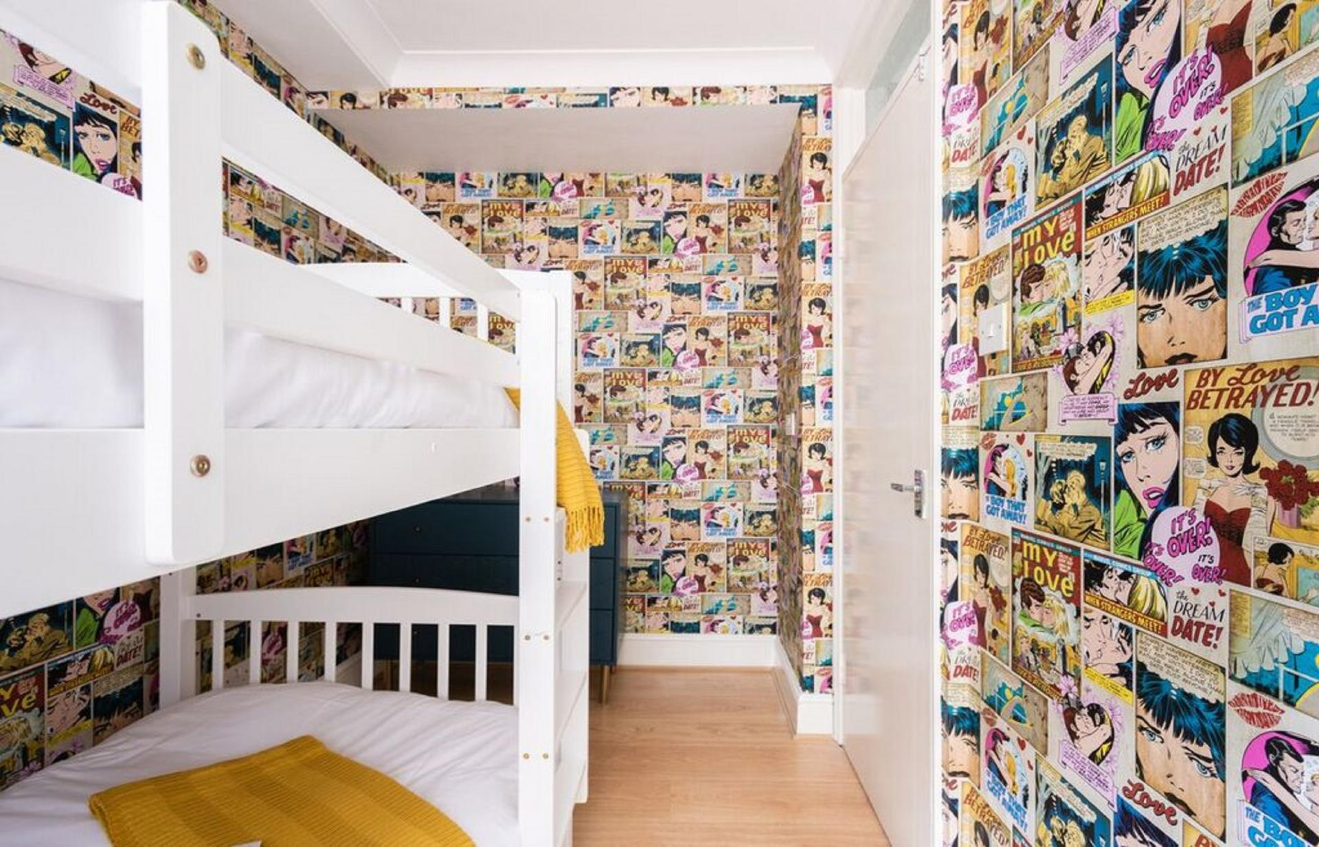 Bold wallpaper at The Kensington Palace Mews, Kensington, London - Citybase Apartments
