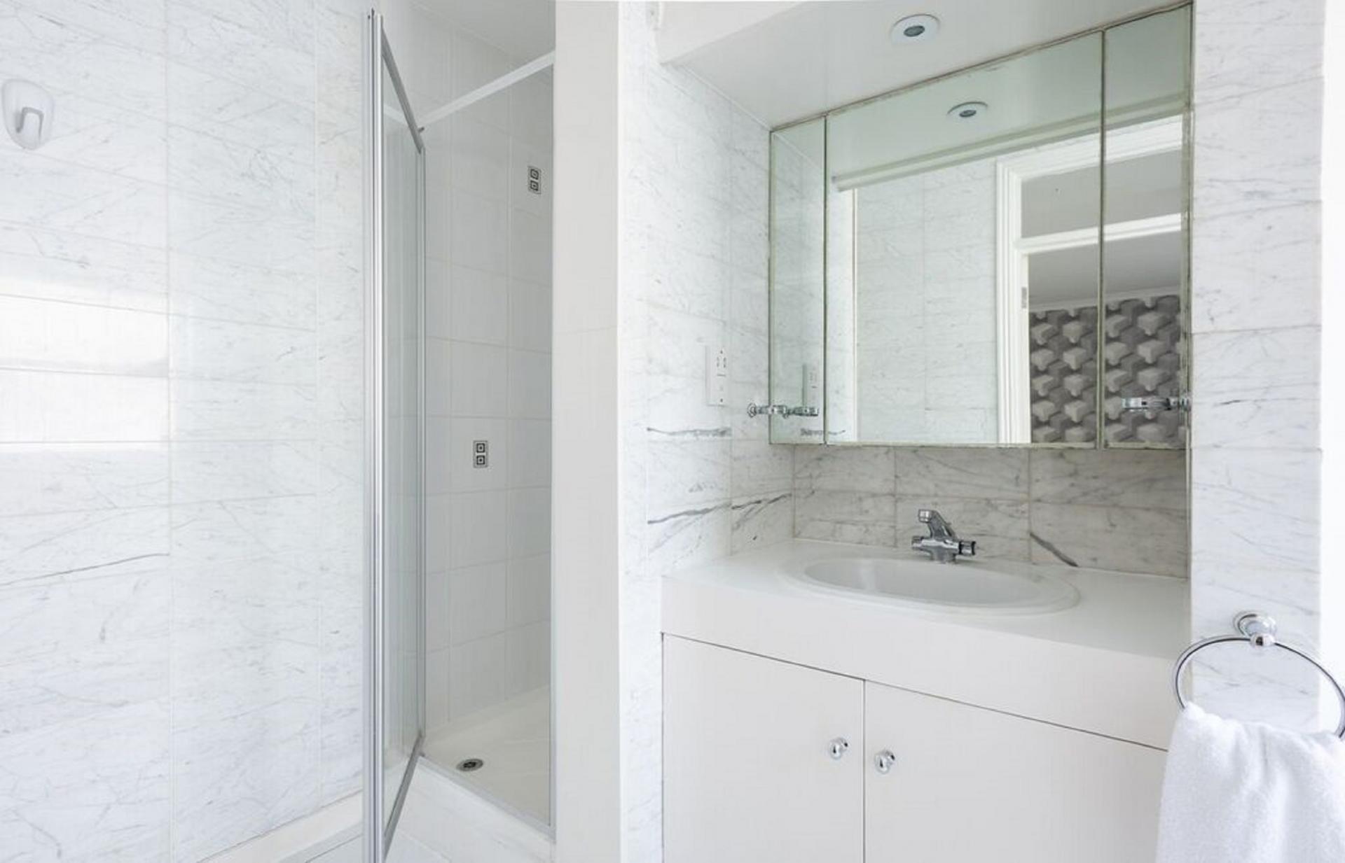 Shower at The Kensington Palace Mews, Kensington, London - Citybase Apartments