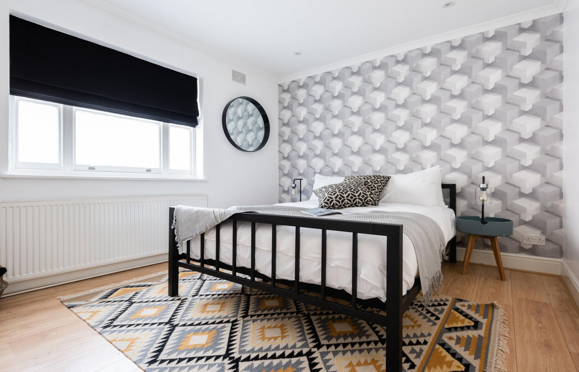 Double bed at The Kensington Palace Mews, Kensington, London - Citybase Apartments