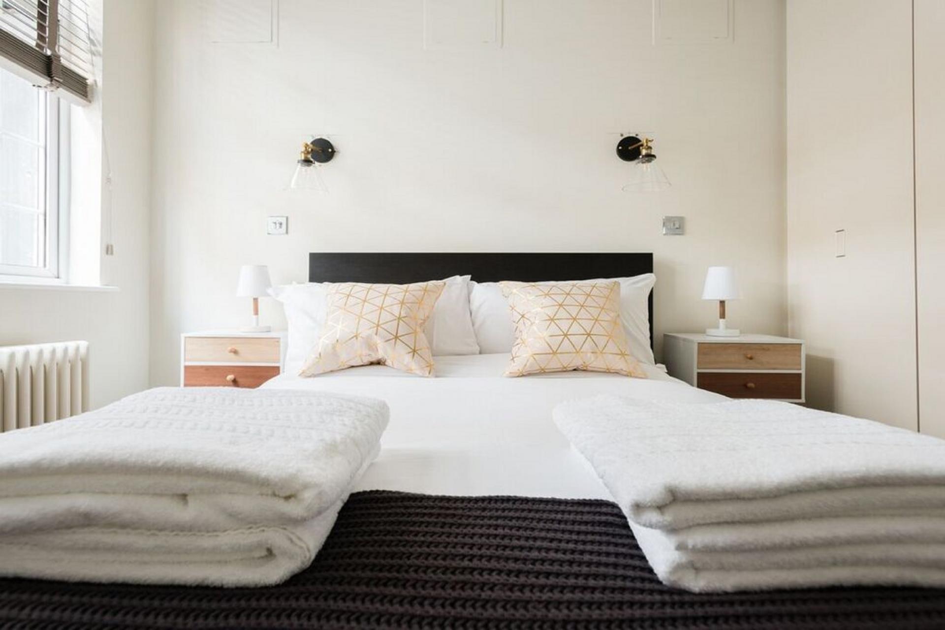 Bed at The Oxford Street Studio, Paddington, London - Citybase Apartments