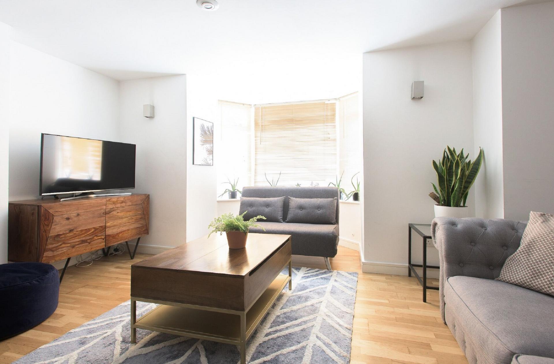 Living room at The Paddington Maisonette, Paddington, London - Citybase Apartments