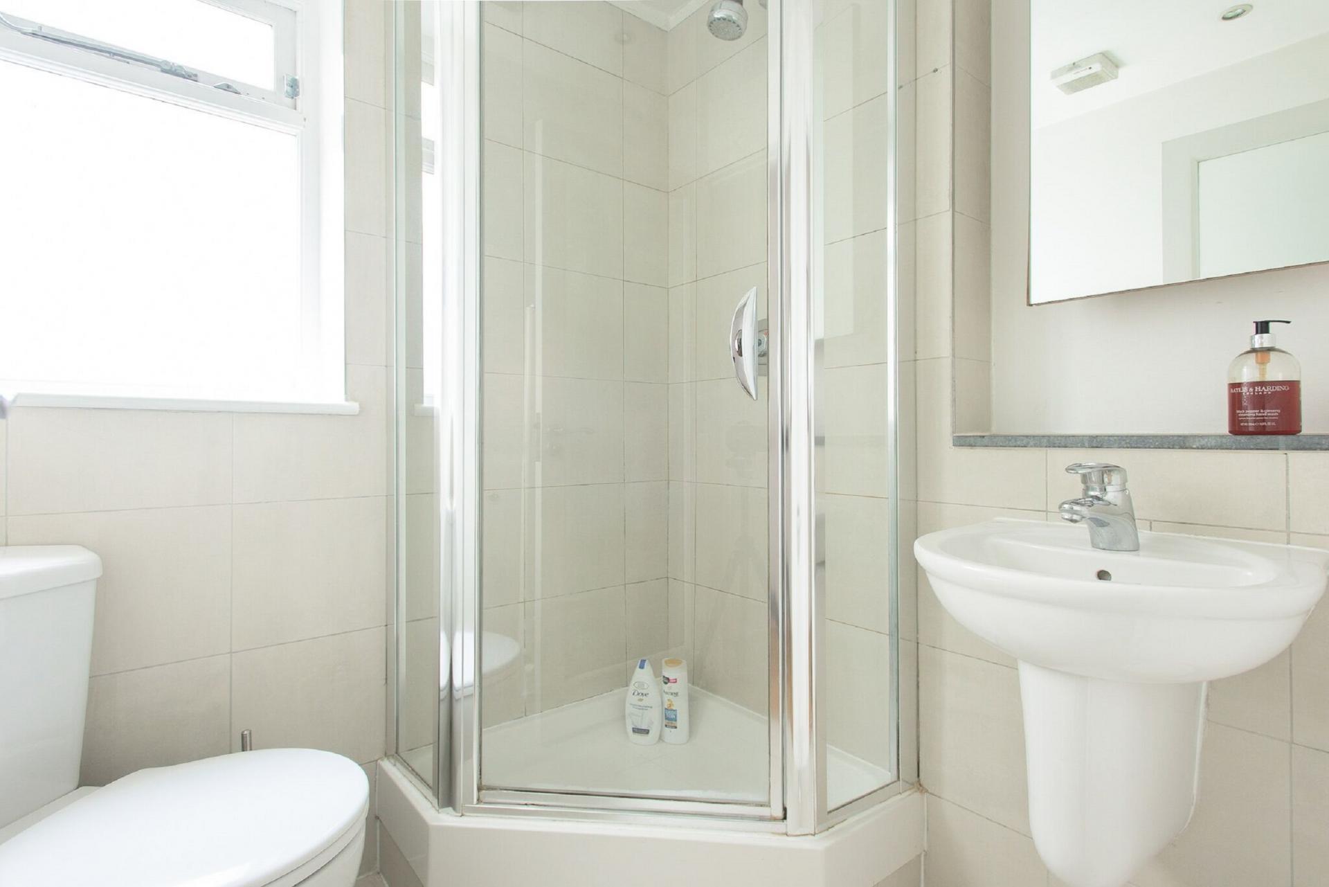 Bathroom at The Paddington Maisonette, Paddington, London - Citybase Apartments