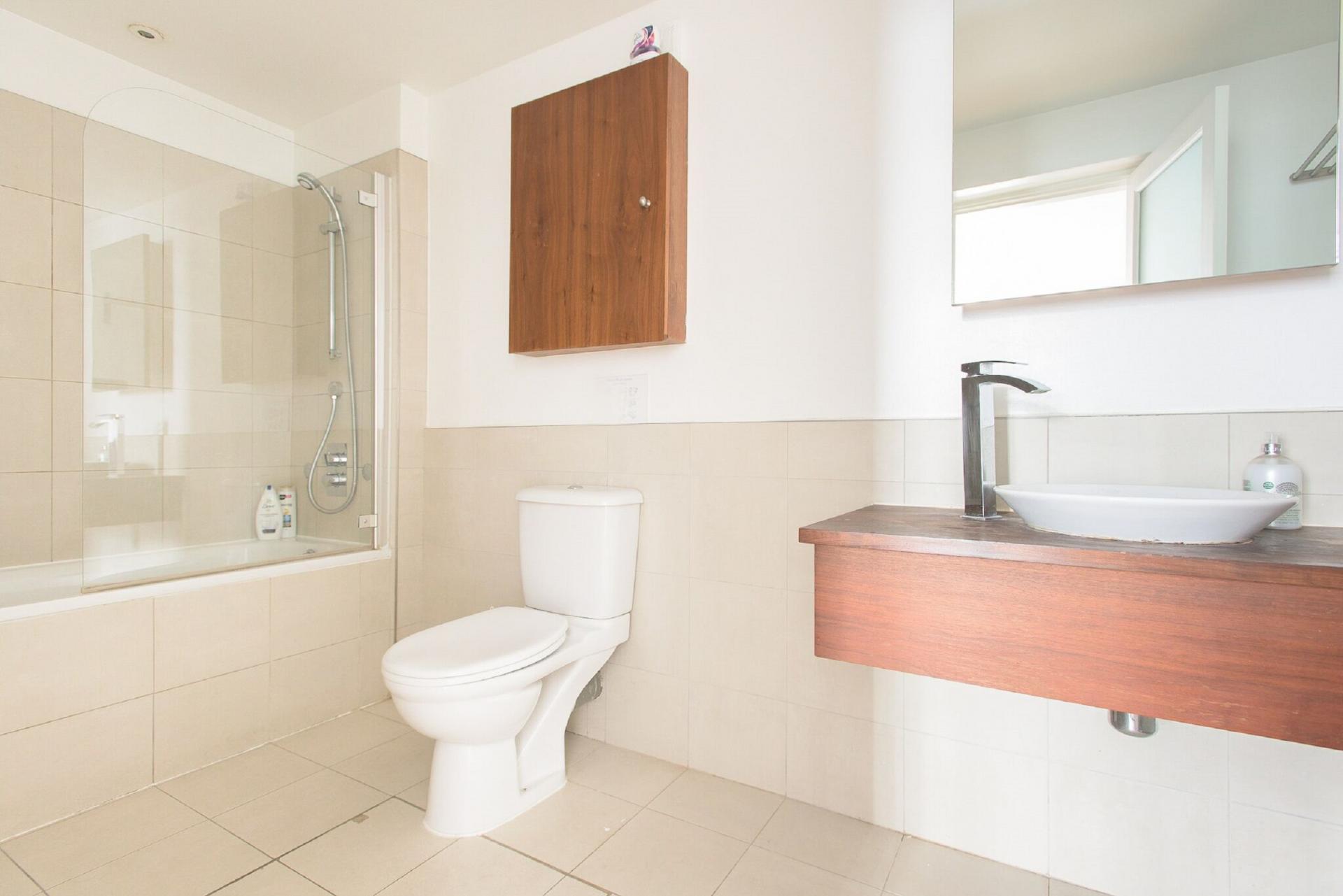 Toilet at The Paddington Maisonette, Paddington, London - Citybase Apartments