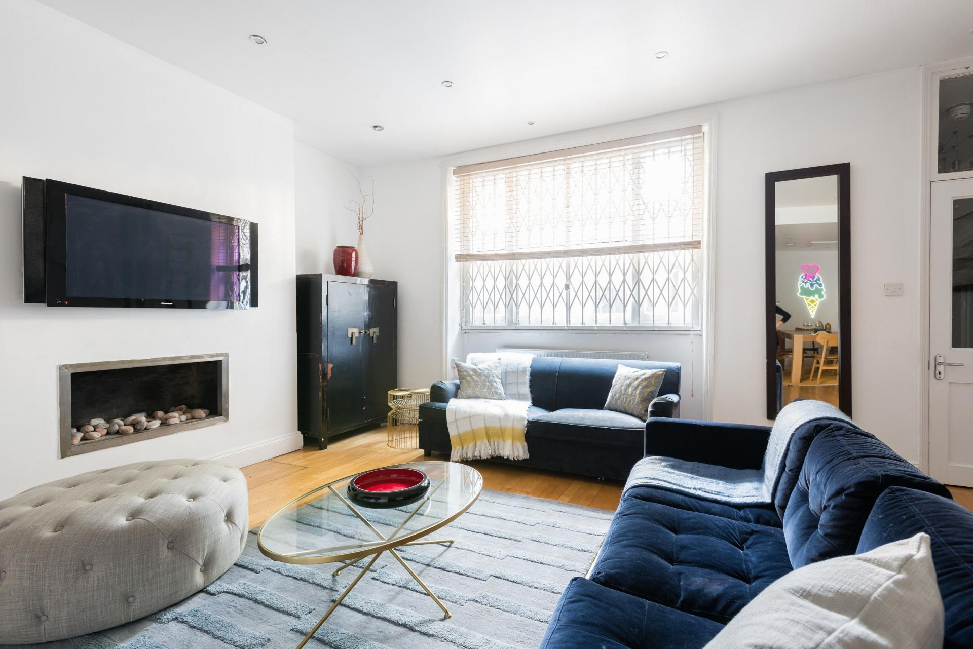 Living area at The Bayswater Gardens House, Bayswater, London - Citybase Apartments