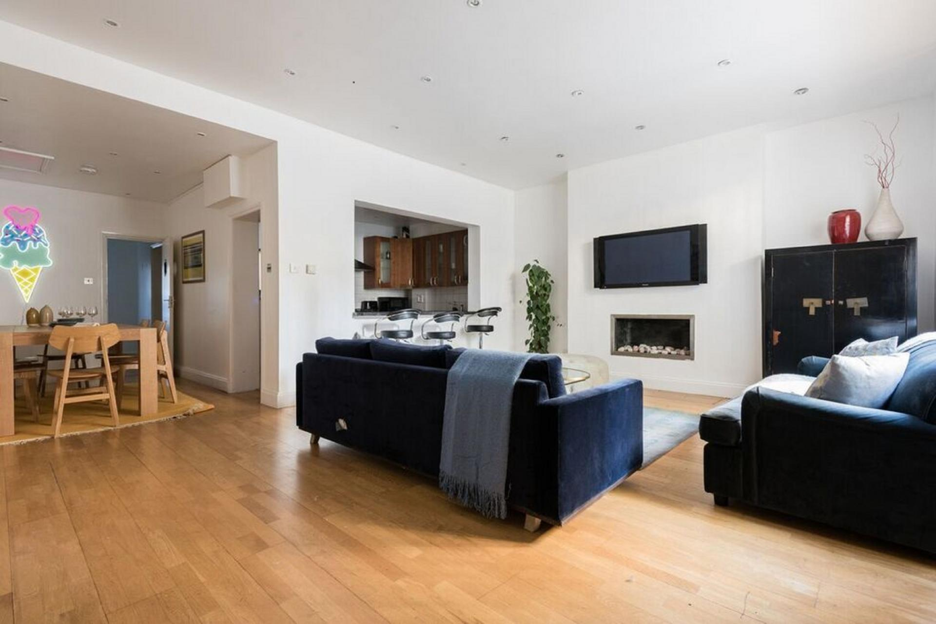 Spacious living area at The Bayswater Gardens House, Bayswater, London - Citybase Apartments