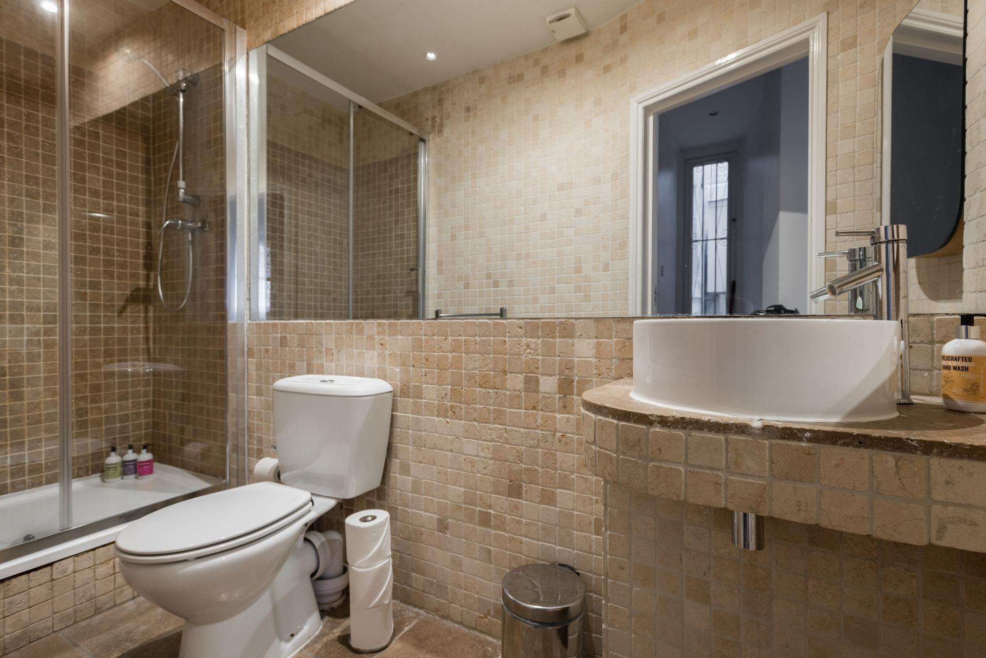 Shower at The Bayswater Gardens House, Bayswater, London - Citybase Apartments