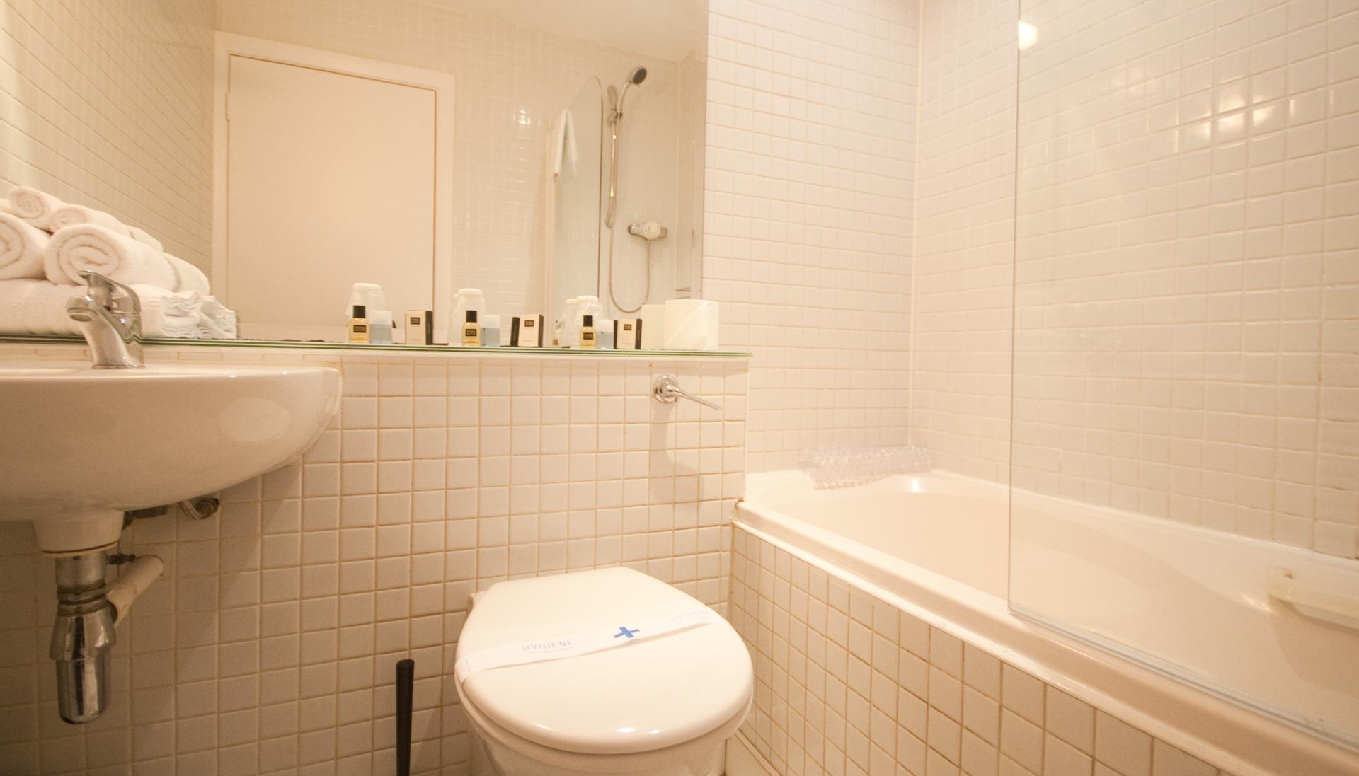 Bathroom at Temple Bar Apartments - Citybase Apartments
