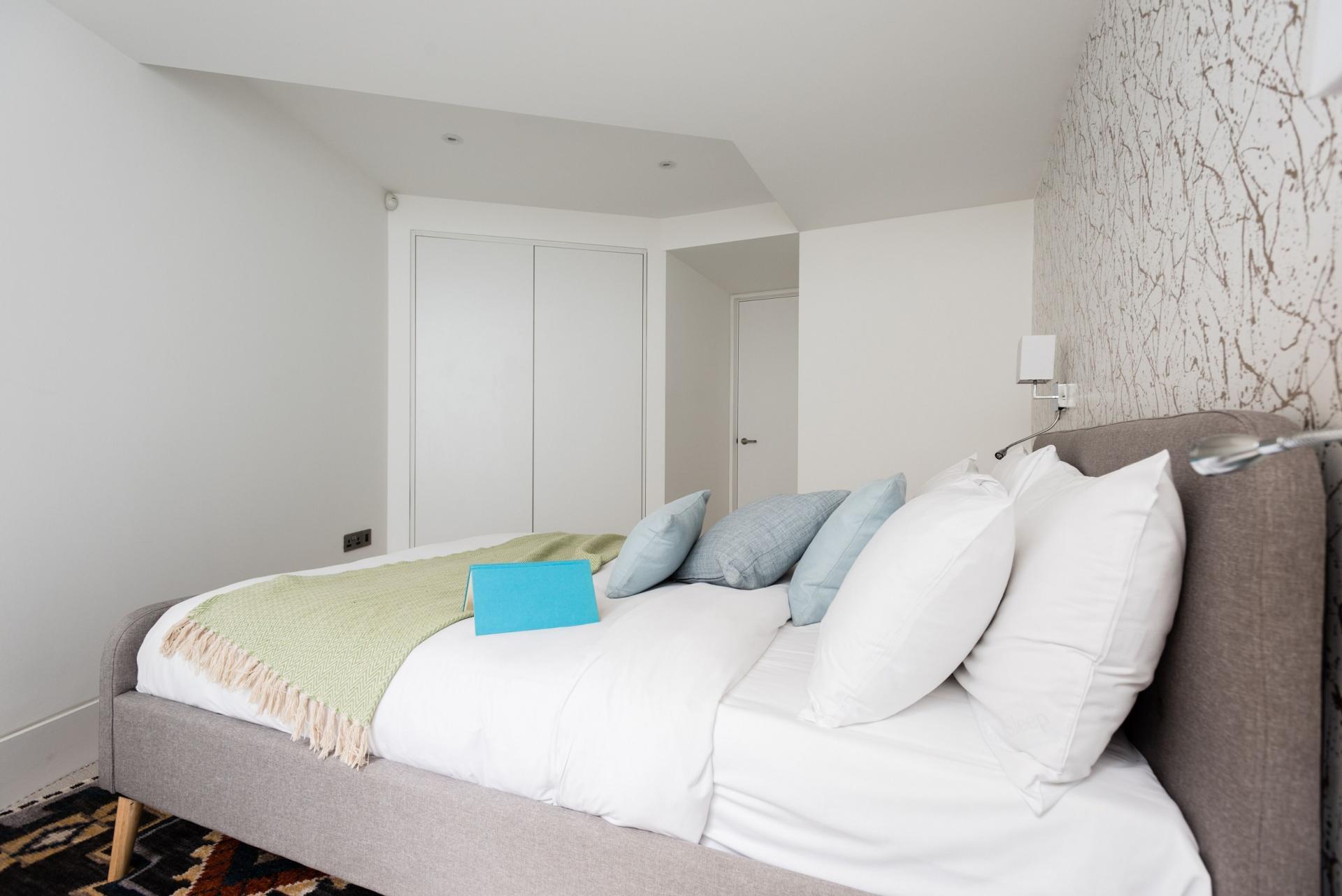 White bed linen at The Camden Chalet, Camden, London - Citybase Apartments