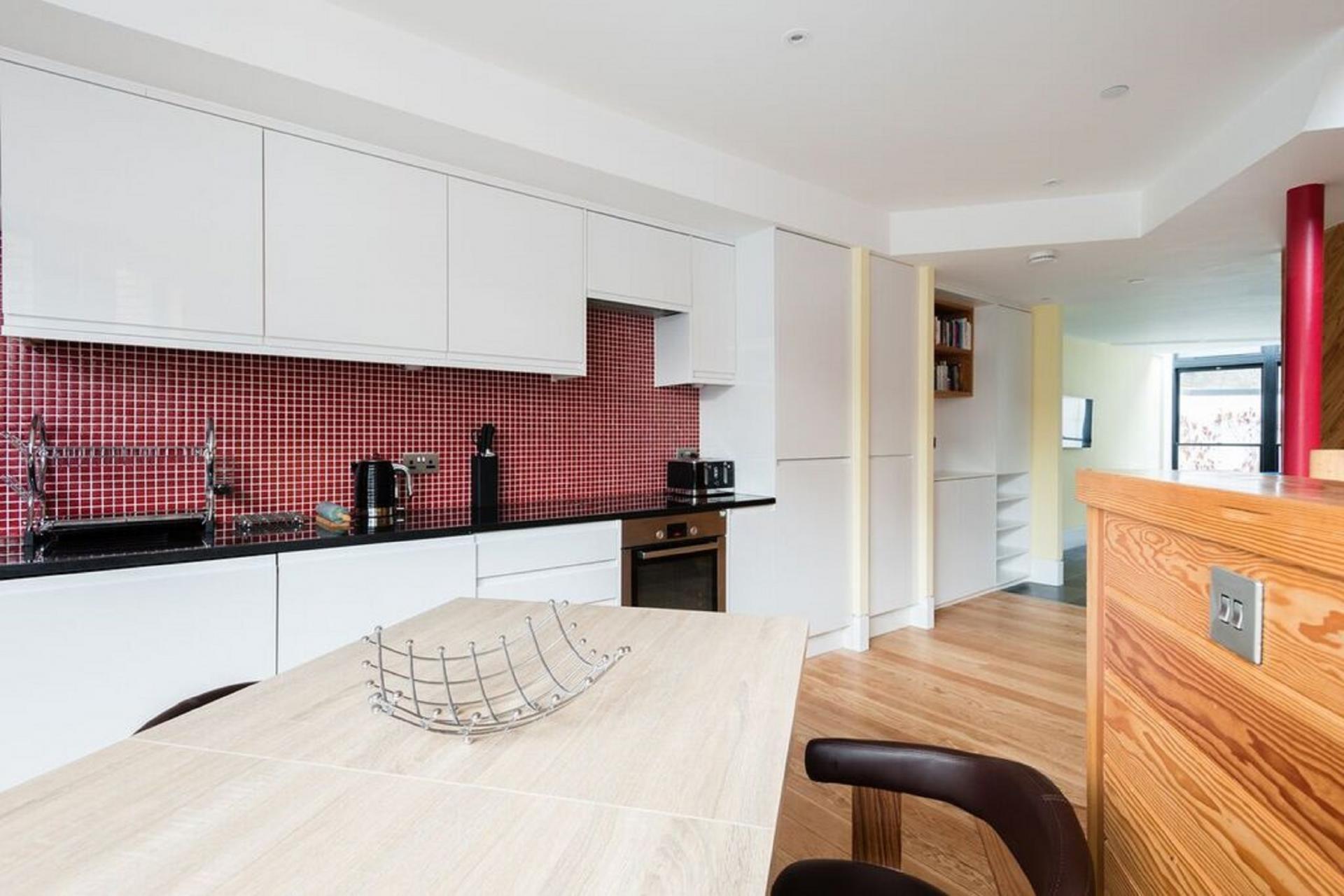 Kitchen diner at The Camden Chalet, Camden, London - Citybase Apartments