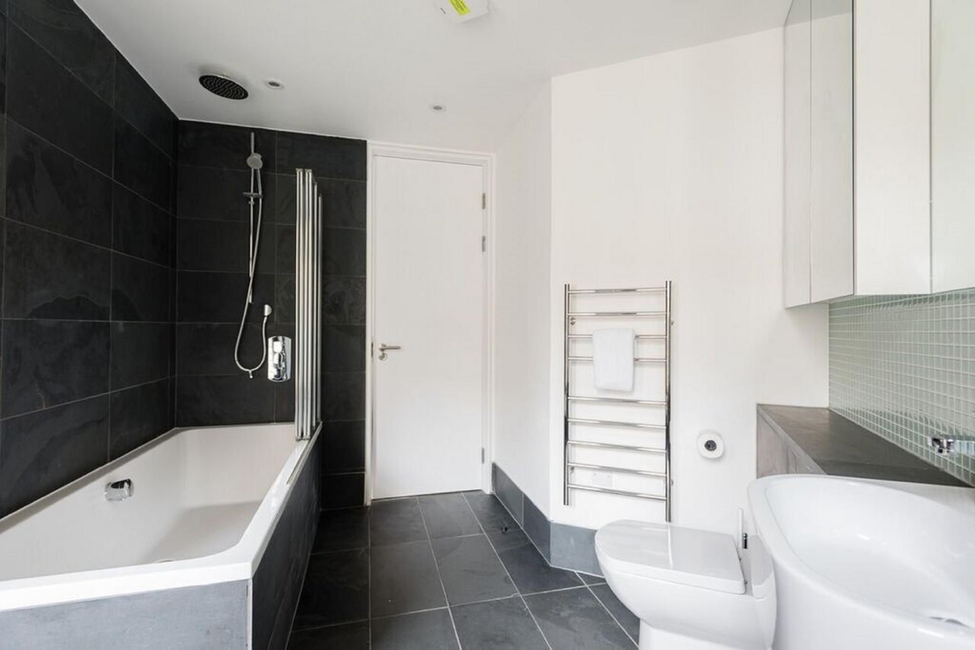 Bath at The Camden Chalet, Camden, London - Citybase Apartments