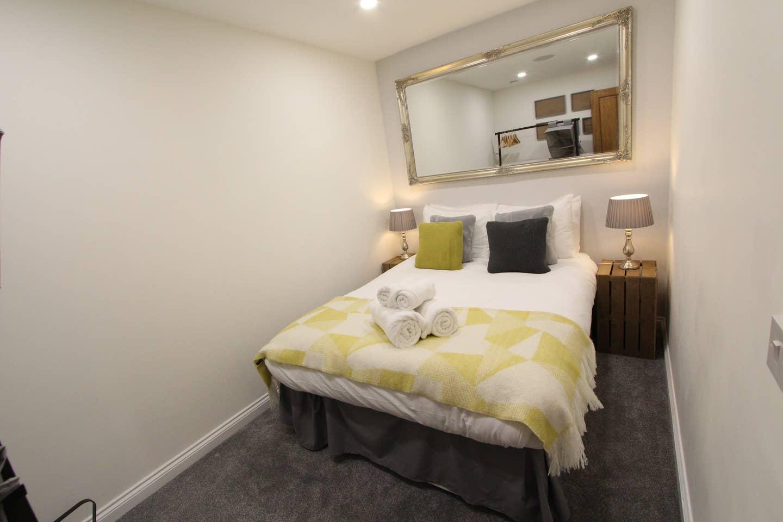 Double bedroomat Stockbridge Apartment - Citybase Apartments