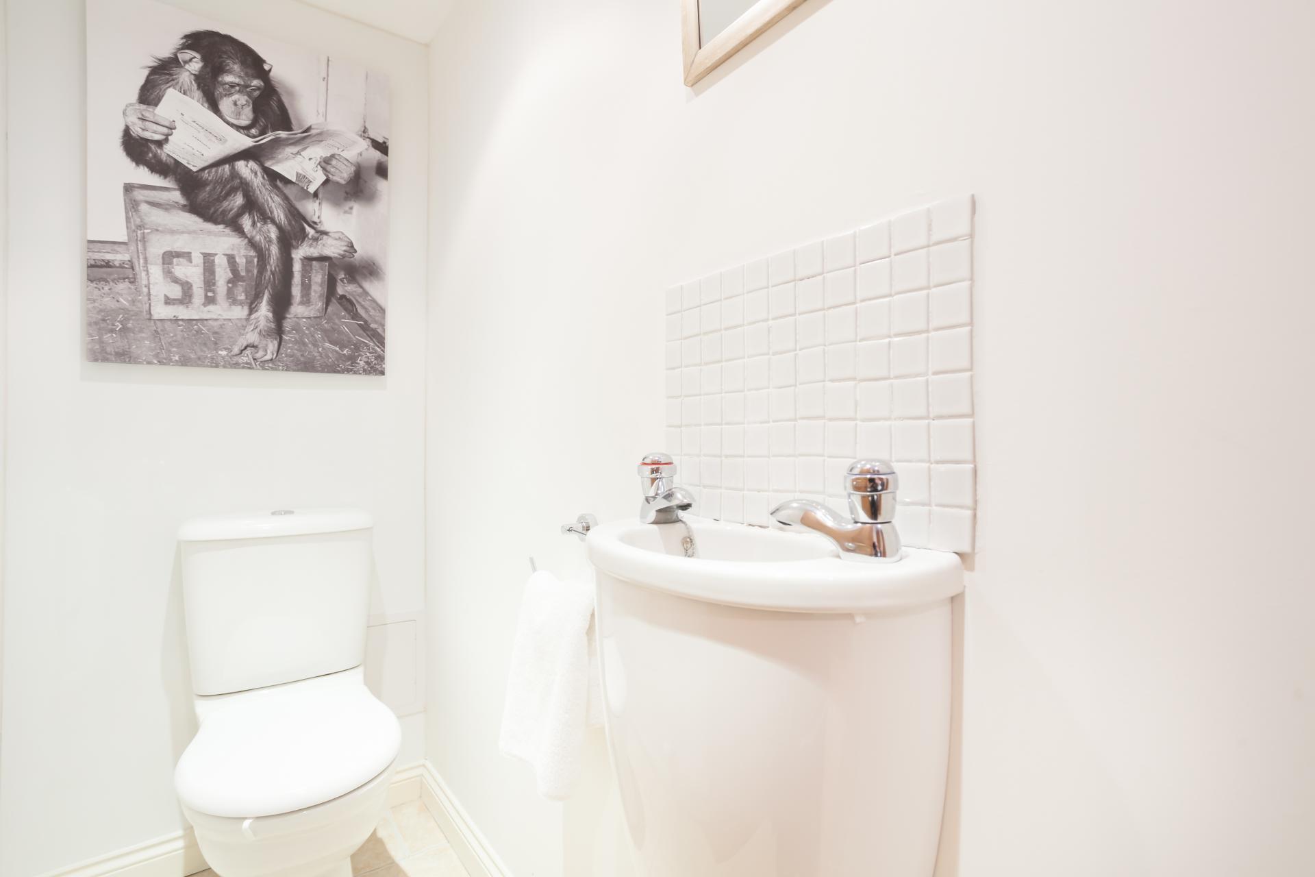 Toilet at Stockbridge Apartment - Citybase Apartments