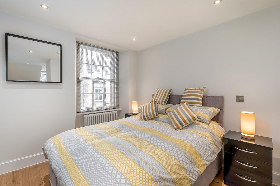 King size bed at Thistle Street Edinburgh Apartments - Citybase Apartments