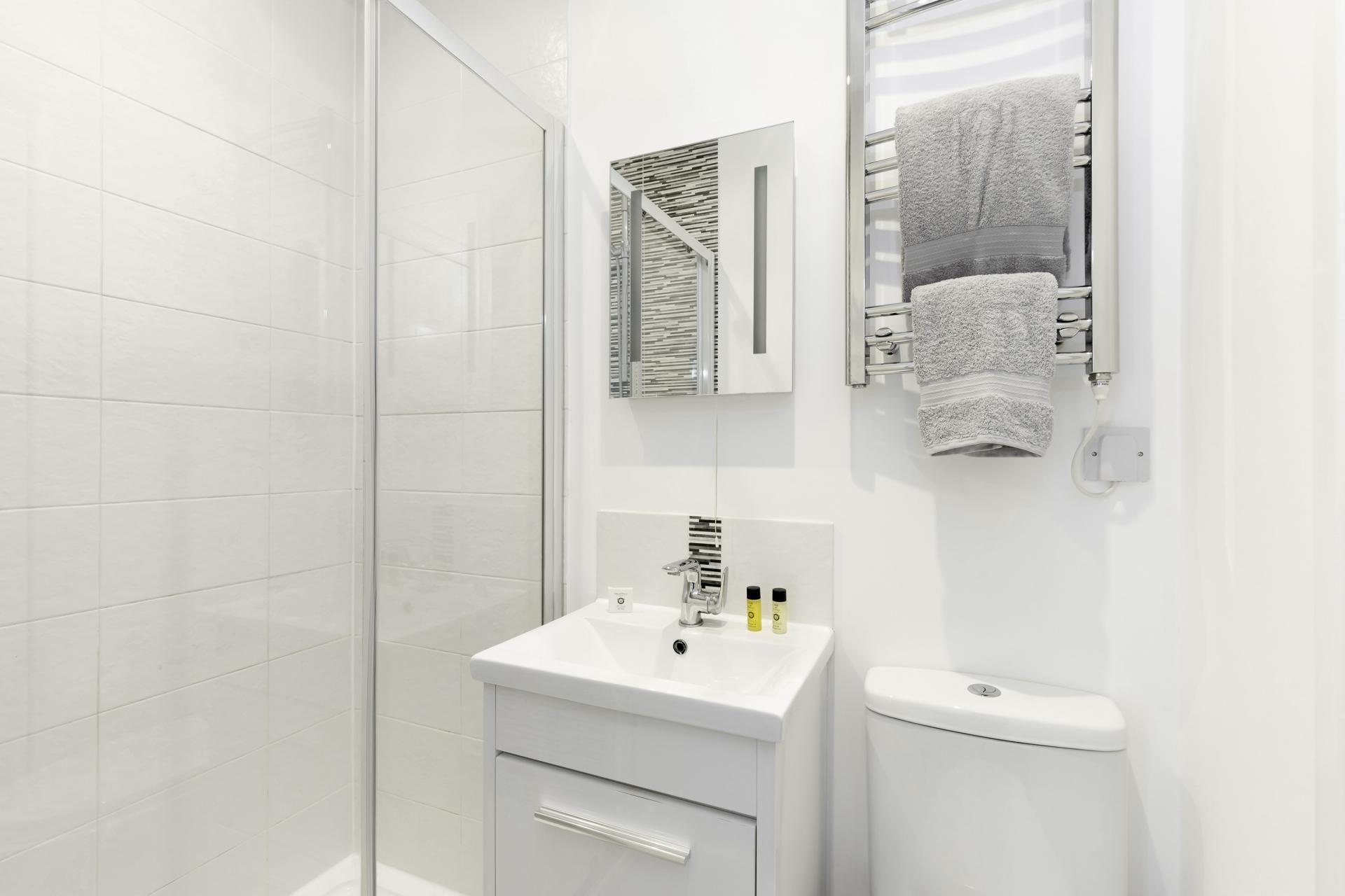 Bathroom at Apartment 3 Murray House - Citybase Apartments