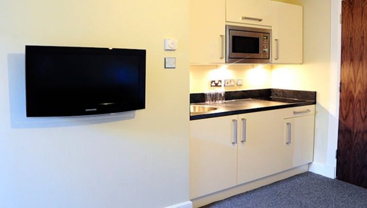 Small kitchenette in Windsor Park Apartments - Citybase Apartments