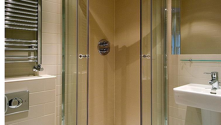 Pristine bathroom at St James House - Citybase Apartments
